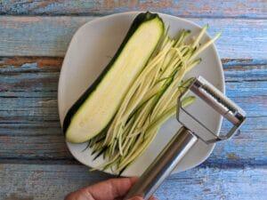 Vegetable peeler julienne tool
