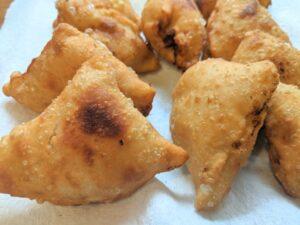 Deep-fried vegetable samosas