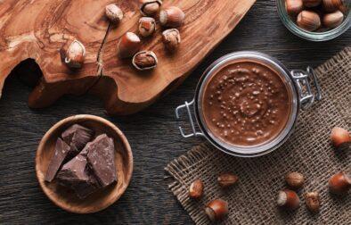 Hazelnut spread with nuts pieces
